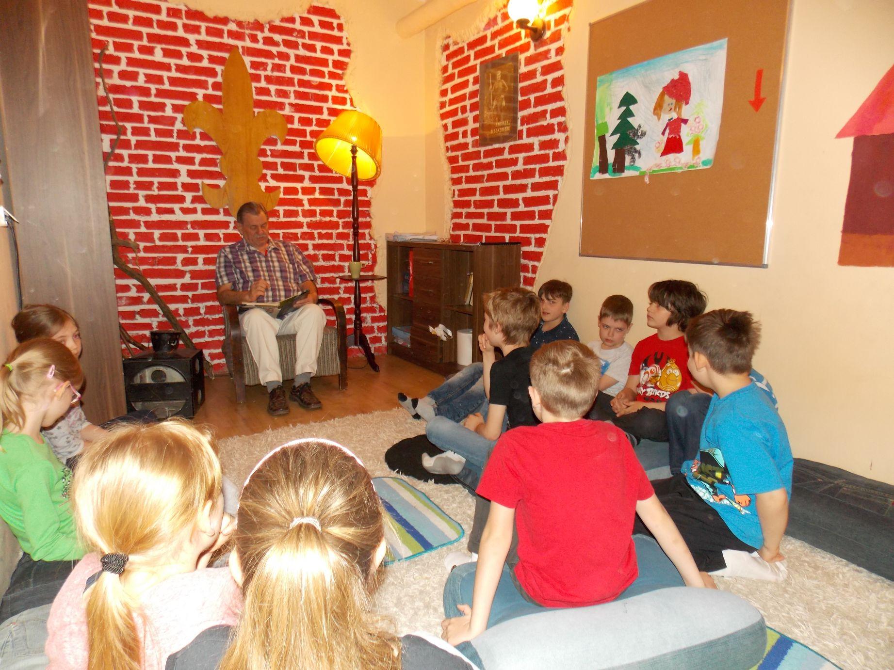 Wspólne czytanie z Panem Leszkiem - klasa 2C
